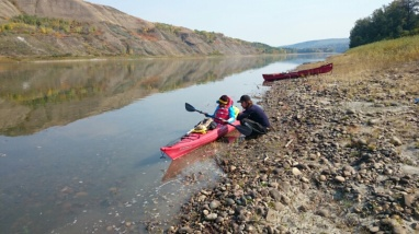Franziska getting an introduction to her kayak