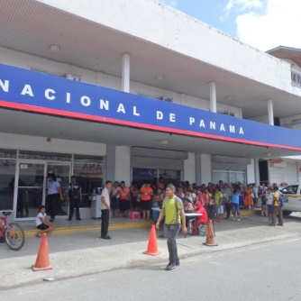 A massive queue at a bank near Almirante.