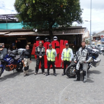 Quito, posing with police men